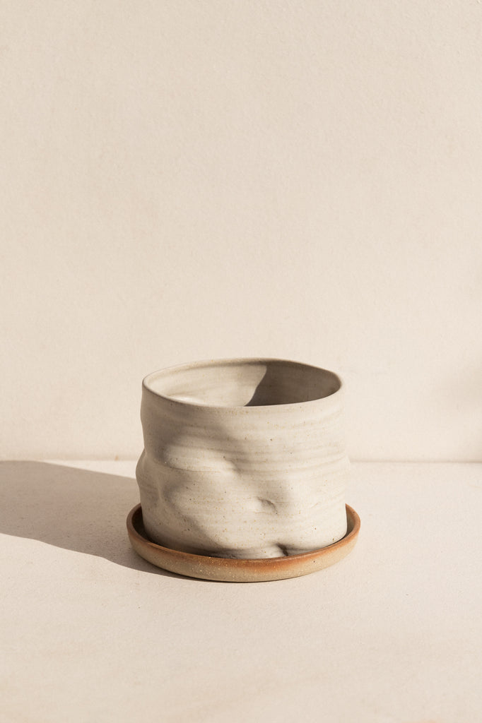 asobimasu Clay ceramic Kyokusen Planter in ivory on Makers' Mrkt , Makers Market Melbourne