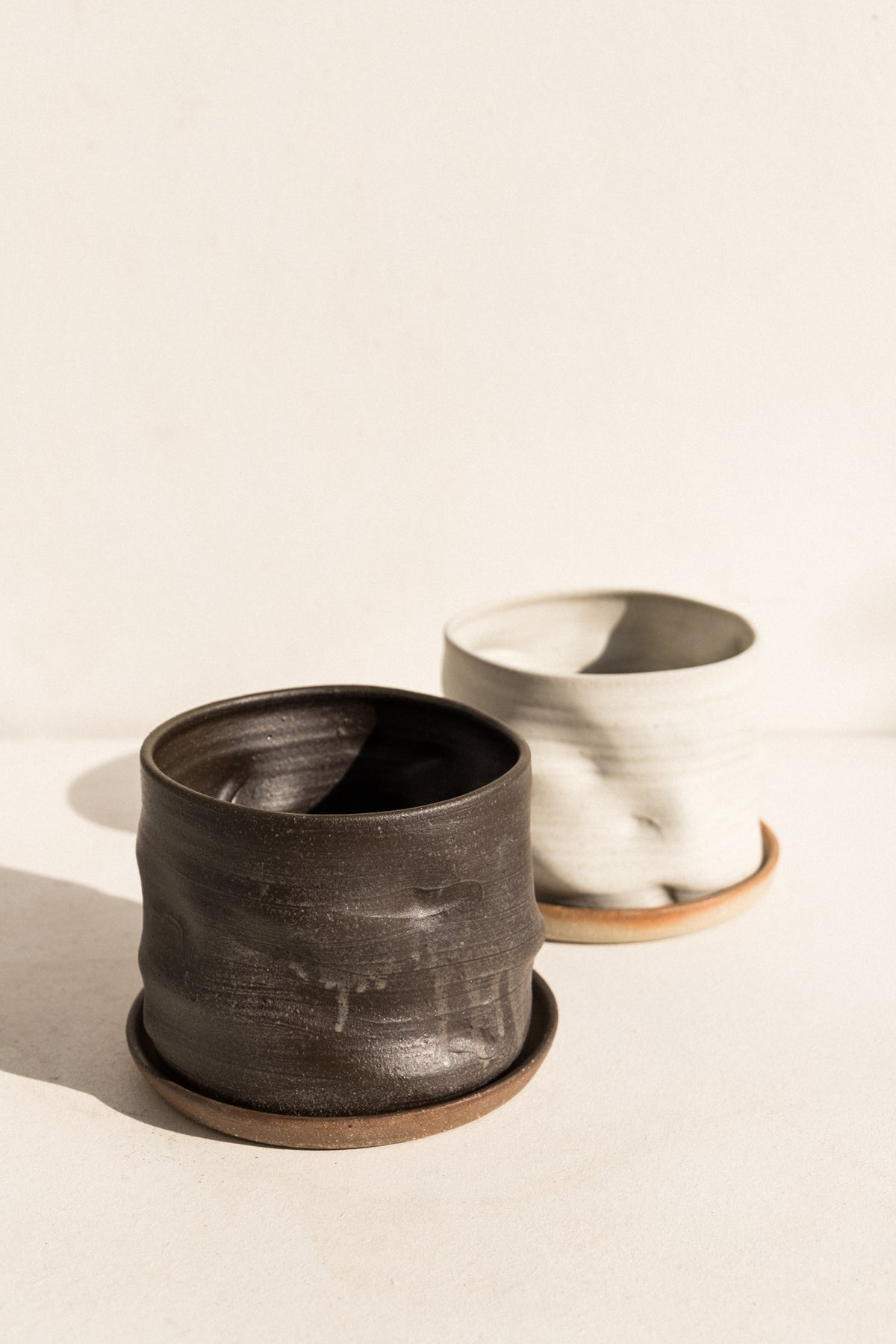 asobimasu clay ceramic Kyokusen Planter in black on makers market Makers Mrkt Melbourne