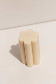 Evie Mine white large daisy soy and beeswax candle on Makers' Mrkt , Makers market Melbourne