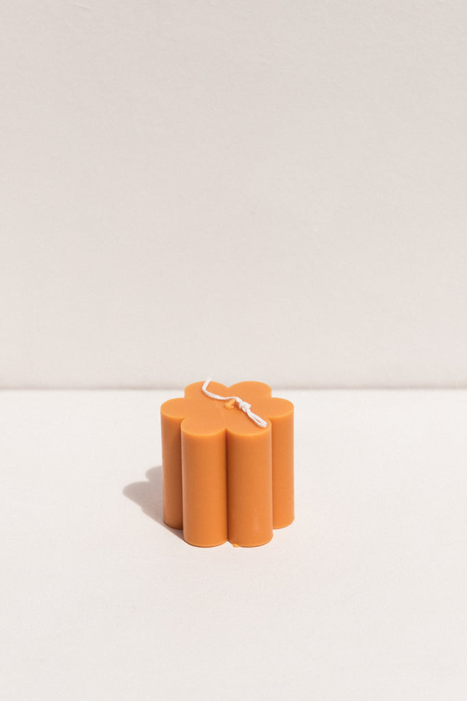 Evie Mine orange medium sized daisy soy and beeswax candle on Makers' Mrkt , Makers market Melbourne