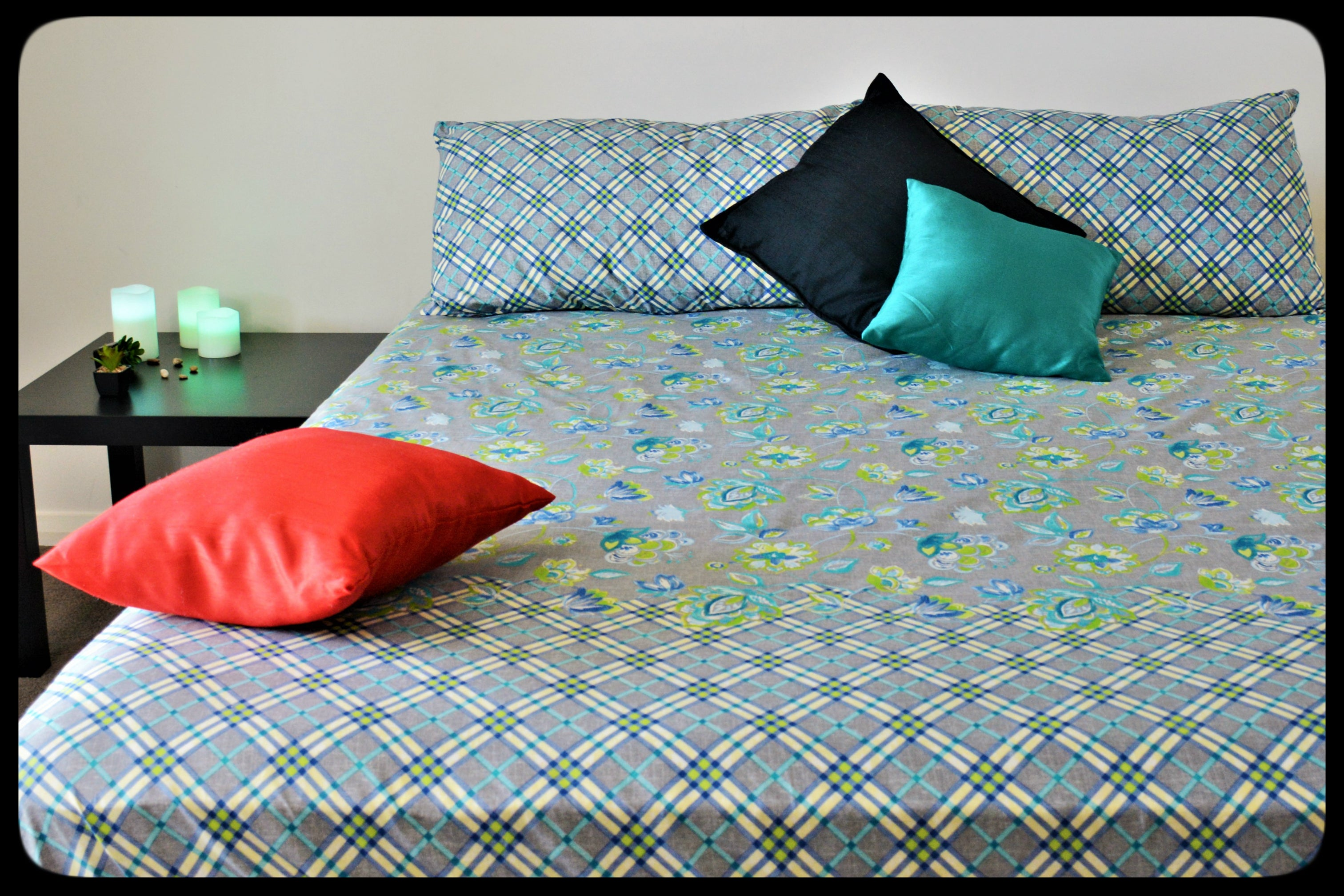 King Size & Queen Size Bed sheets. Quality Bed Sheets. Colorful Cotton Bed Sheets (Fitted Sheets) by Naqsh (Style: Kalyaan / Blossom)