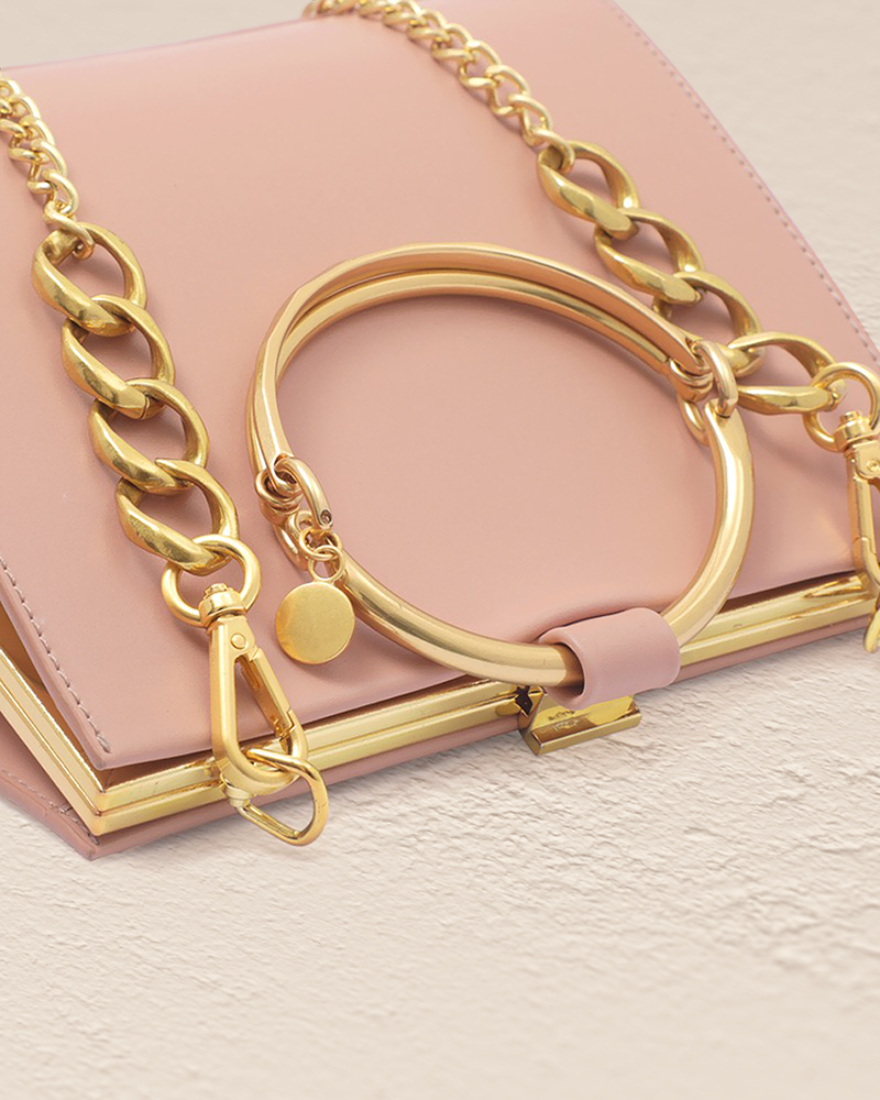 Quinn leather bag in rose golden handle top detail view