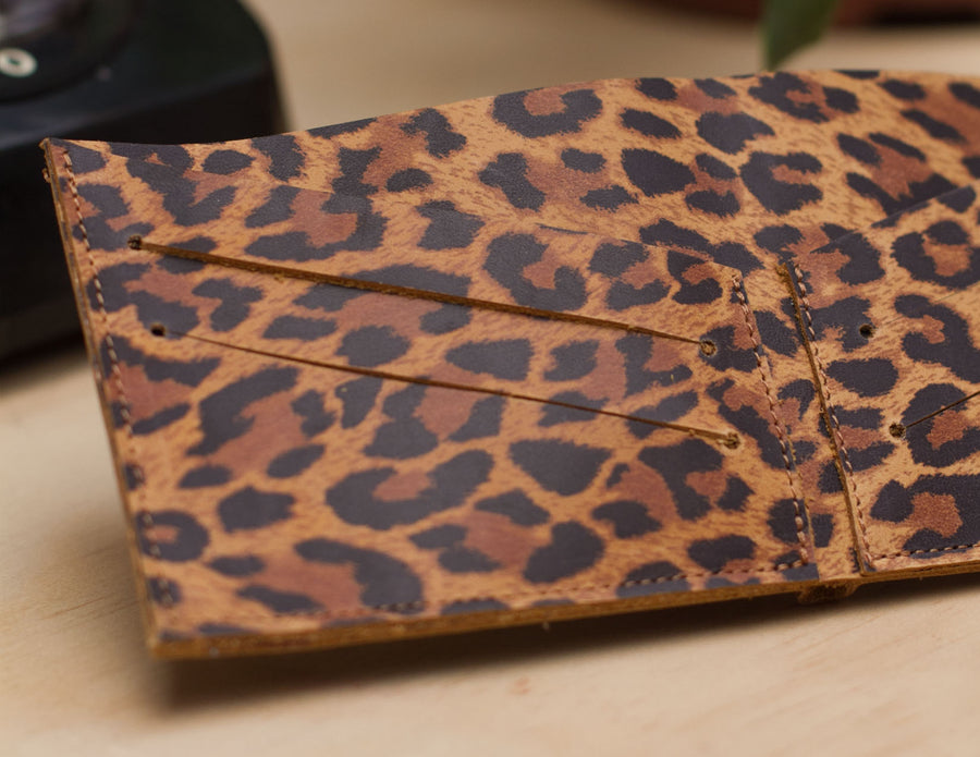 NUEVA! // Billetera Leopardo