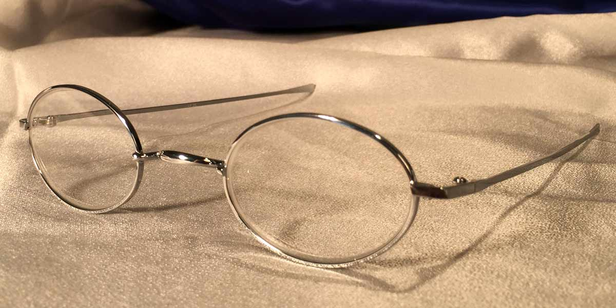 Battlefield McCallisters metal oval eyeglass frames three quarter view
