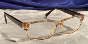 Corner view of Diamants Ambre clear rim eyeglasses