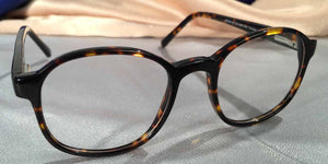Side View of Duckies dark hue tortoiseshell eyeglasses