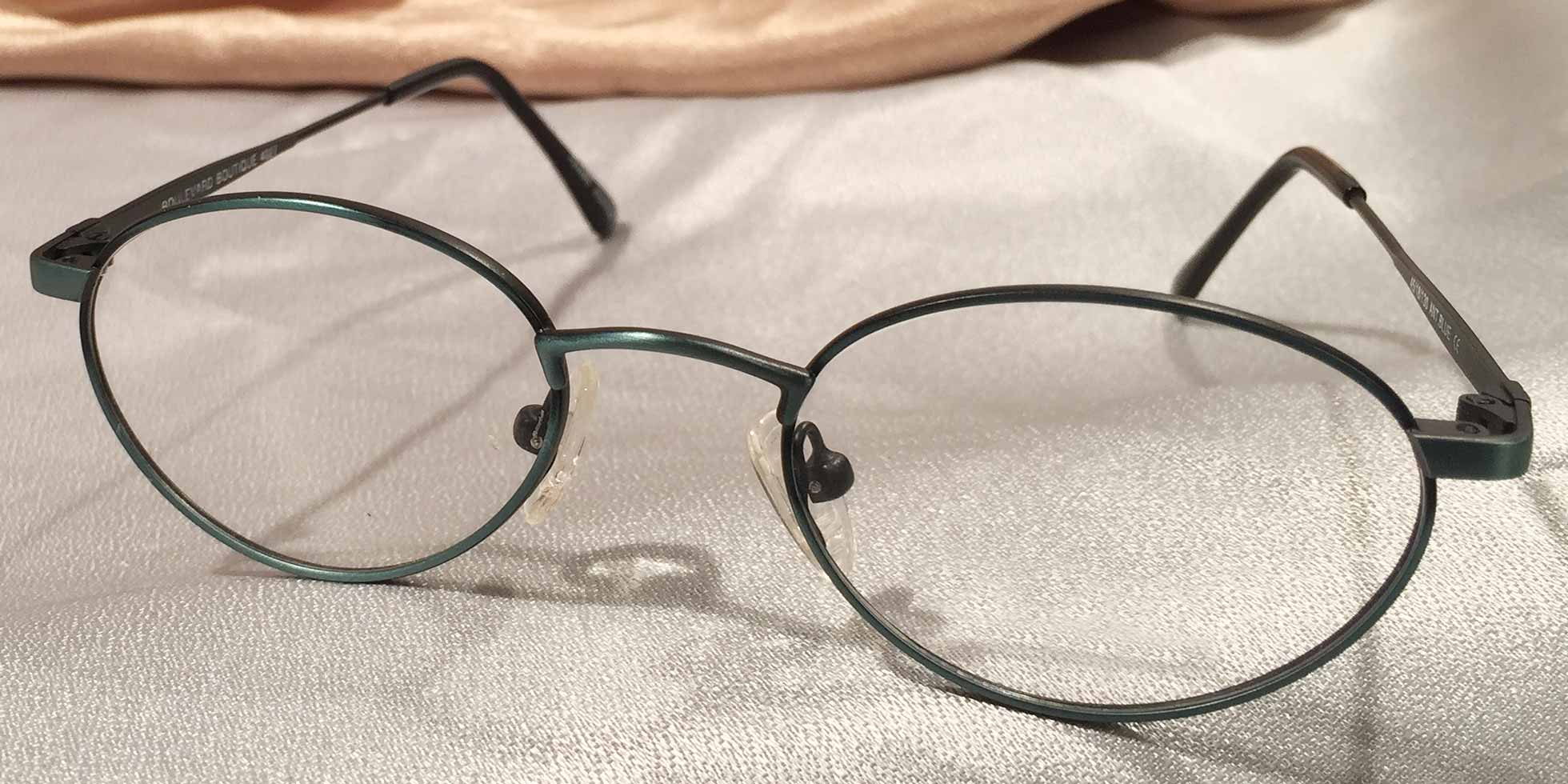 Front view of Green Peas metal eyeglasses