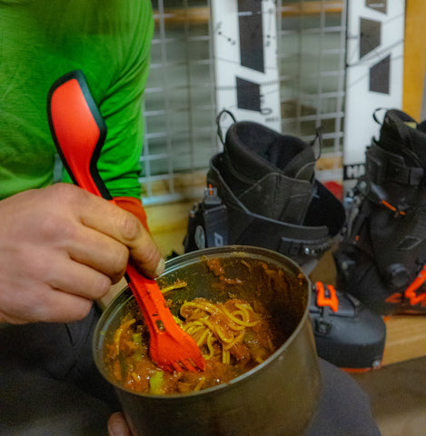 Dehydrated DIY backing meals and functional camping utensil