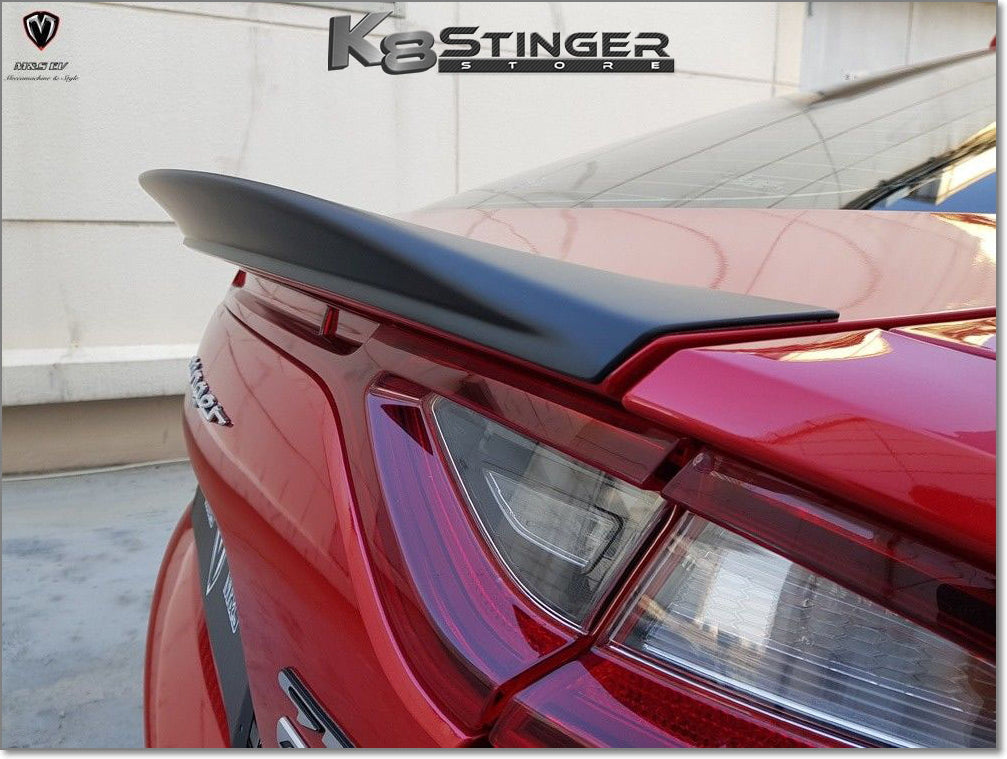 Stinger rear spoiler