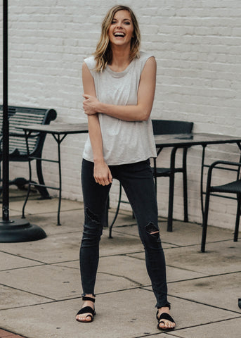 grey_tank_with_black_skinny_jeans
