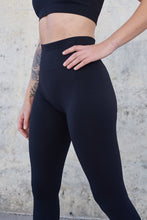 black gym outfit, black squatproof gym leggings, black seamless leggings, gym seamless tights, ribbed knit leggings, black seamless gym leggings, ribbed workout tights, striped tights, comfy gym leggings