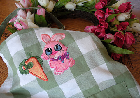 Picture of machine appliqued bunny and carrot from Sew Inspired by Bonnie
