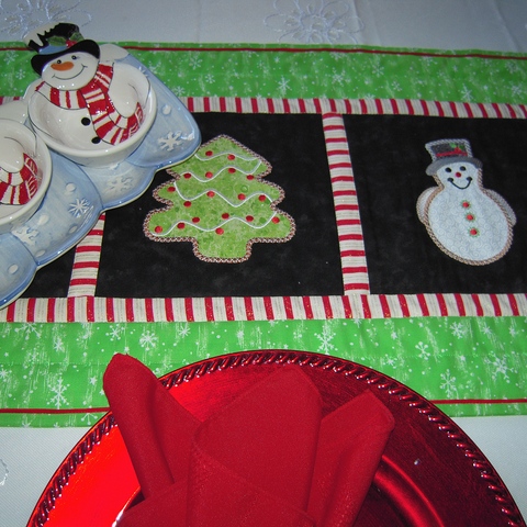 Christmas Cookies machine applique at www.sewinspiredbybonnie.com