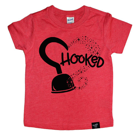 HOOKED RED TEE