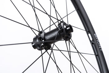 <h1>Hubs</h1><i>HUNT Sprint Disc straight-pull hubs, with extra bearing shielding for washing the bike. 5-degree/6-pawl RapidEngage freehub, with H_CERAMIK coating for enhanced durability. Easily removable end caps and freehub body for quick and easy maintenance.</i>