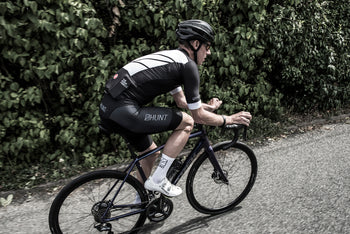 <h1>Squadra Jersey</h1><i>3 rear pockets with Castelli's drop pocket design and an extra pocket with a zipper</i>