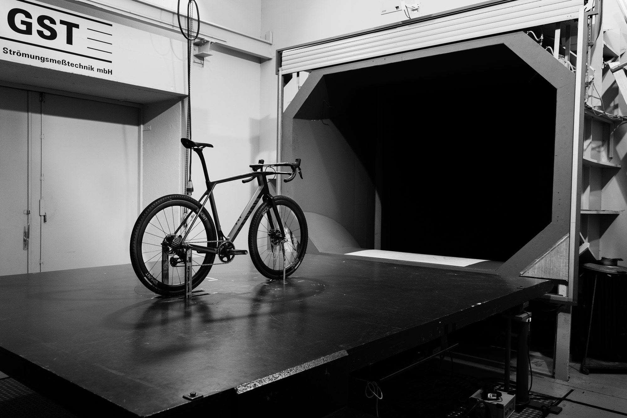 <h1>WIND TUNNEL TESTED</h1><i> Developed by Luisa Grappone, with years in the wind tunnel spent testing every last detail. We've left no stone unturned in designing this wheelset from the ground up to be very fastest in the world within its class.</i>