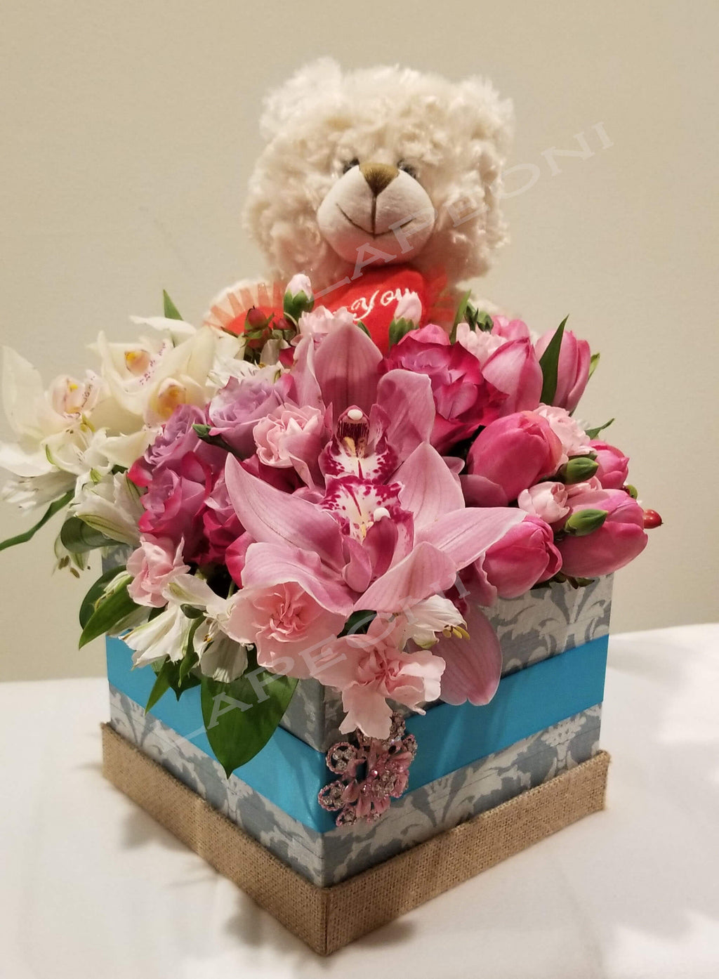 flowers delivery- gift for you in a box- Lapeoni Flowers and Events