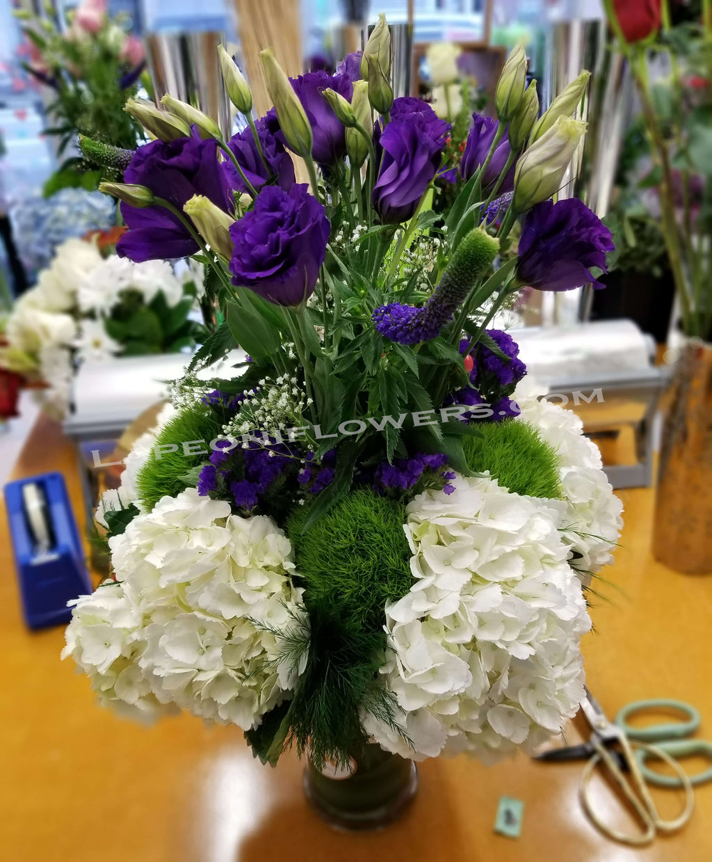 Purple flower delivery by Lapeoniflowers.com