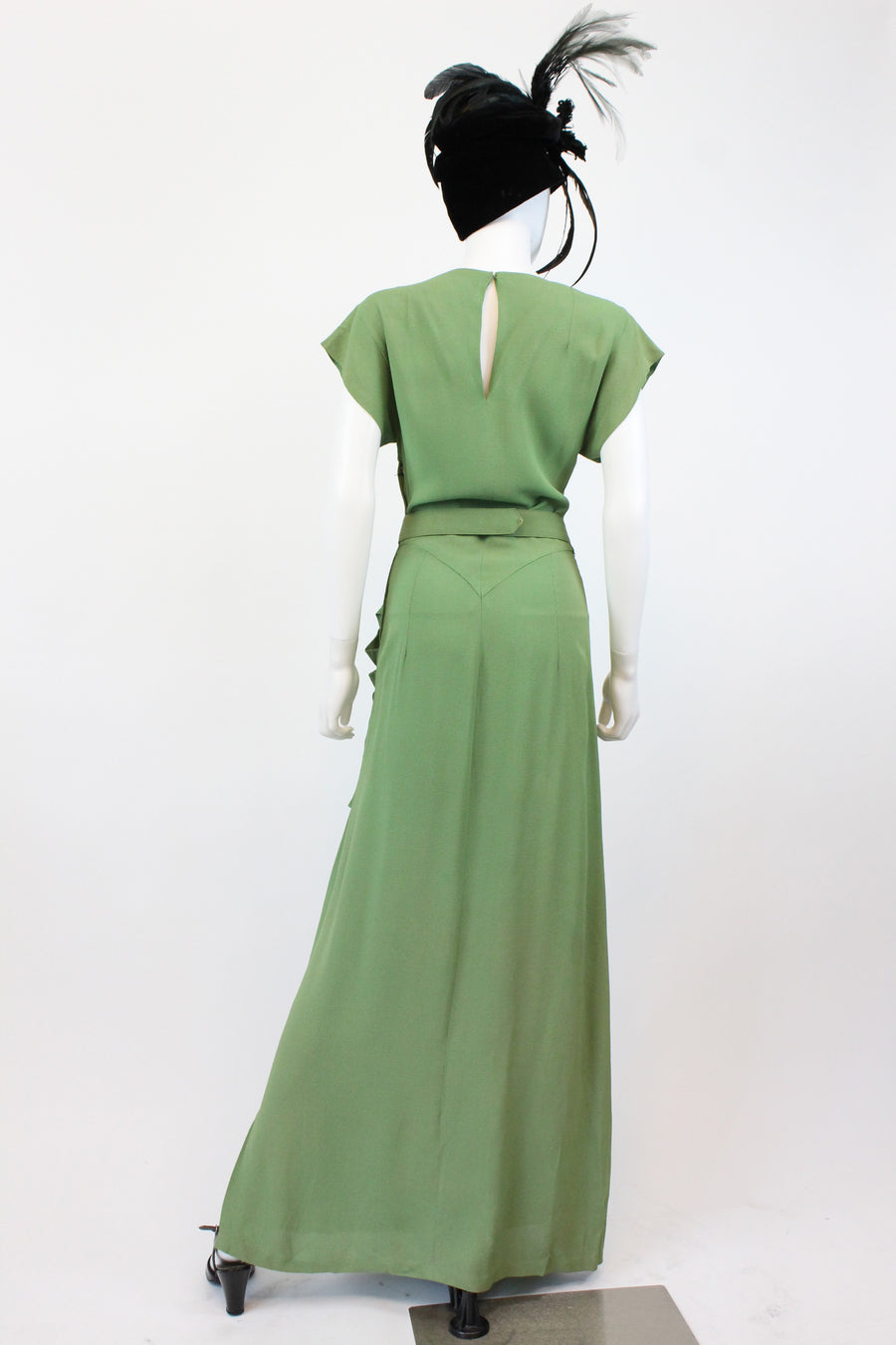 1940s green goddess gown xs | vintage gold leaf belt dress