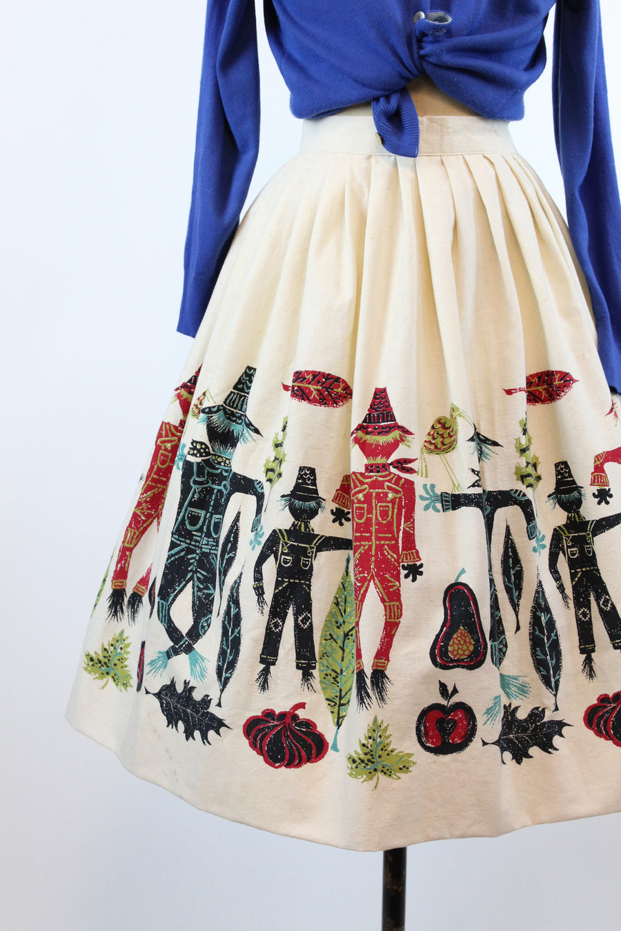 1950s scarecrow novelty print skirt xs | vintage fall cotton skirt