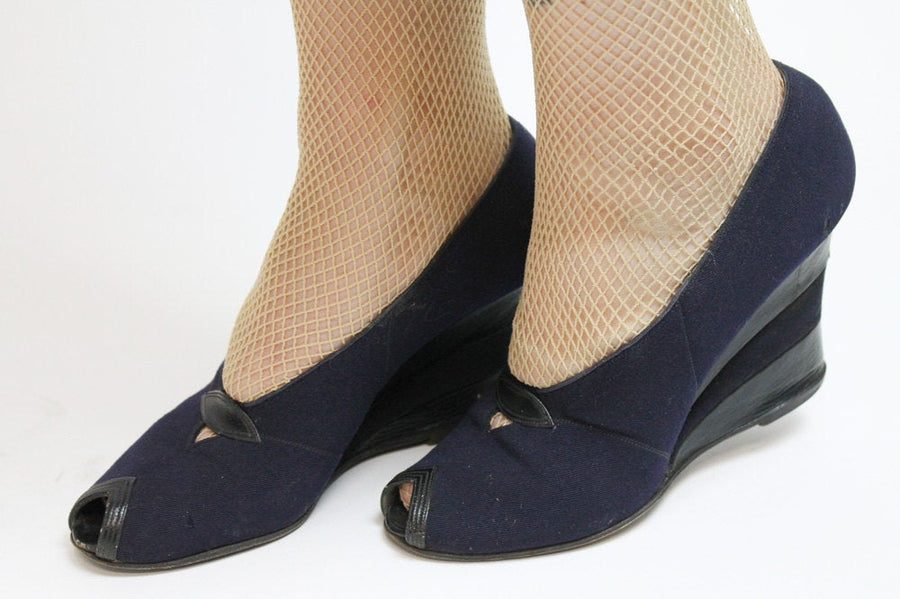 1940s navy fabric wedges size 5.5-6 us | vintage peep toe shoes | new in