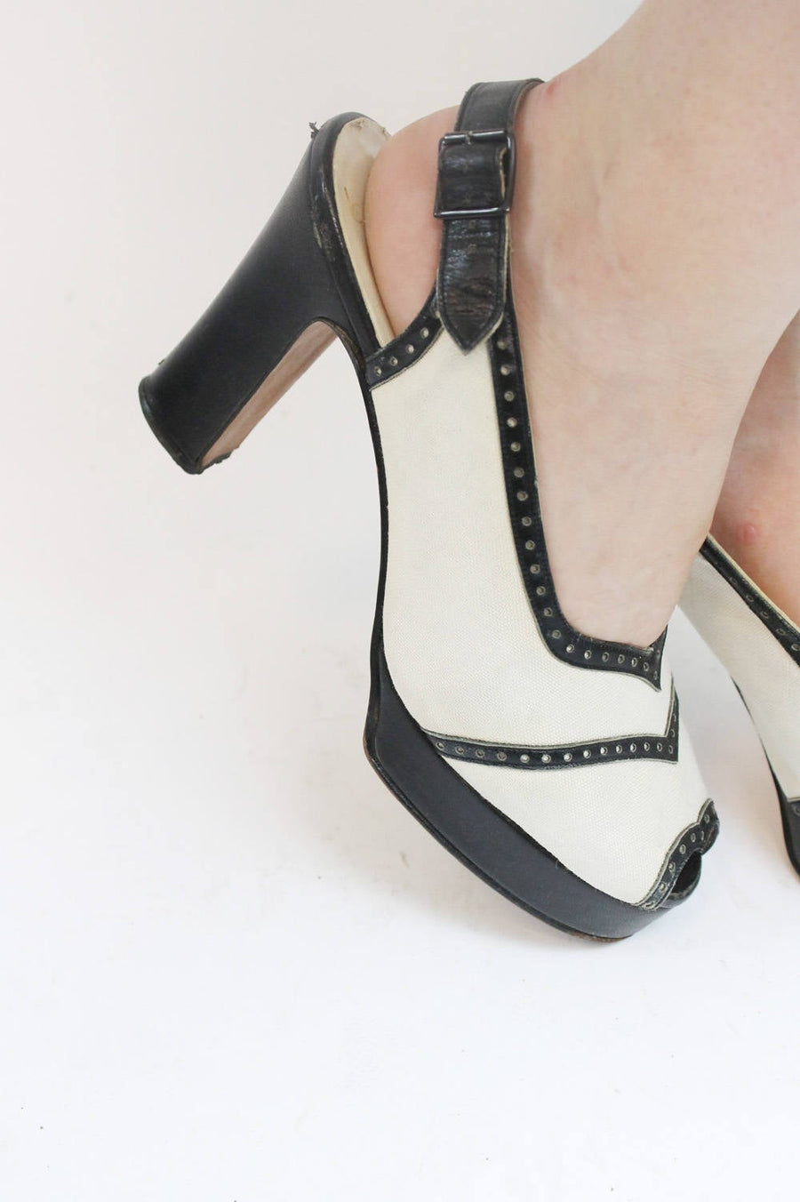 1970s does 1940s Shoes Platforms Size 7.5 /  70s Slingbacks Spectator Peep Toes  /  Bazaar CM Shoes