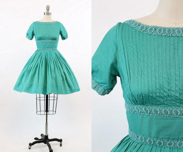 1950s cotton pintucked dress xxs | vintage full skirt | new in
