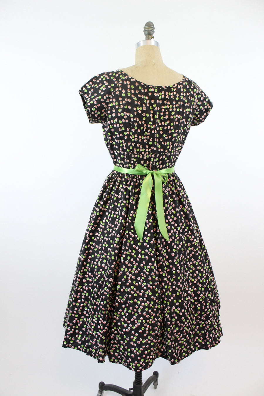 1950s apple print dress medium | vintage novelty print cotton dress