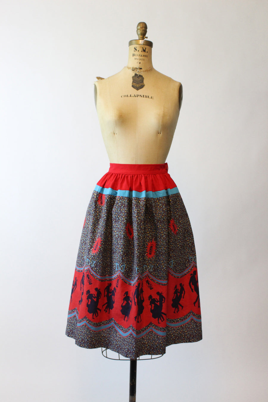1950s barn dancing novelty print border skirt xs | vintage cotton full skirt