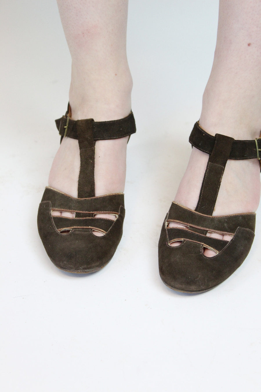 1940s suede t strap shoes size 7 us  | vintage cutout pumps