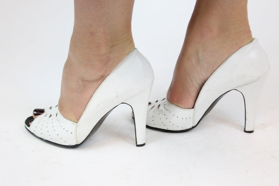 f24da545414b1 1940's peep toes | leather cutout wedding shoes | size 5