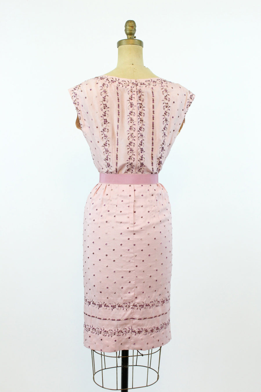 1950s raw silk embroidered dress | Carlye wiggle dress | xs jmc