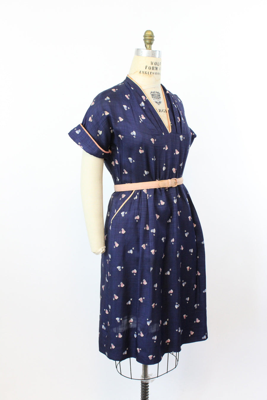 1940s novelty print | bee hive print wiggle dress | xl - volup