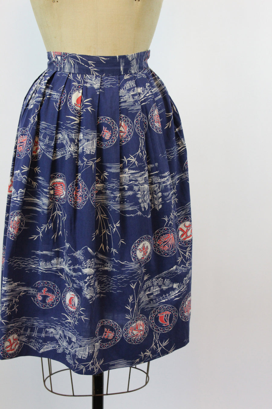 1950s novelty skirt | novelty Asian print | xxs