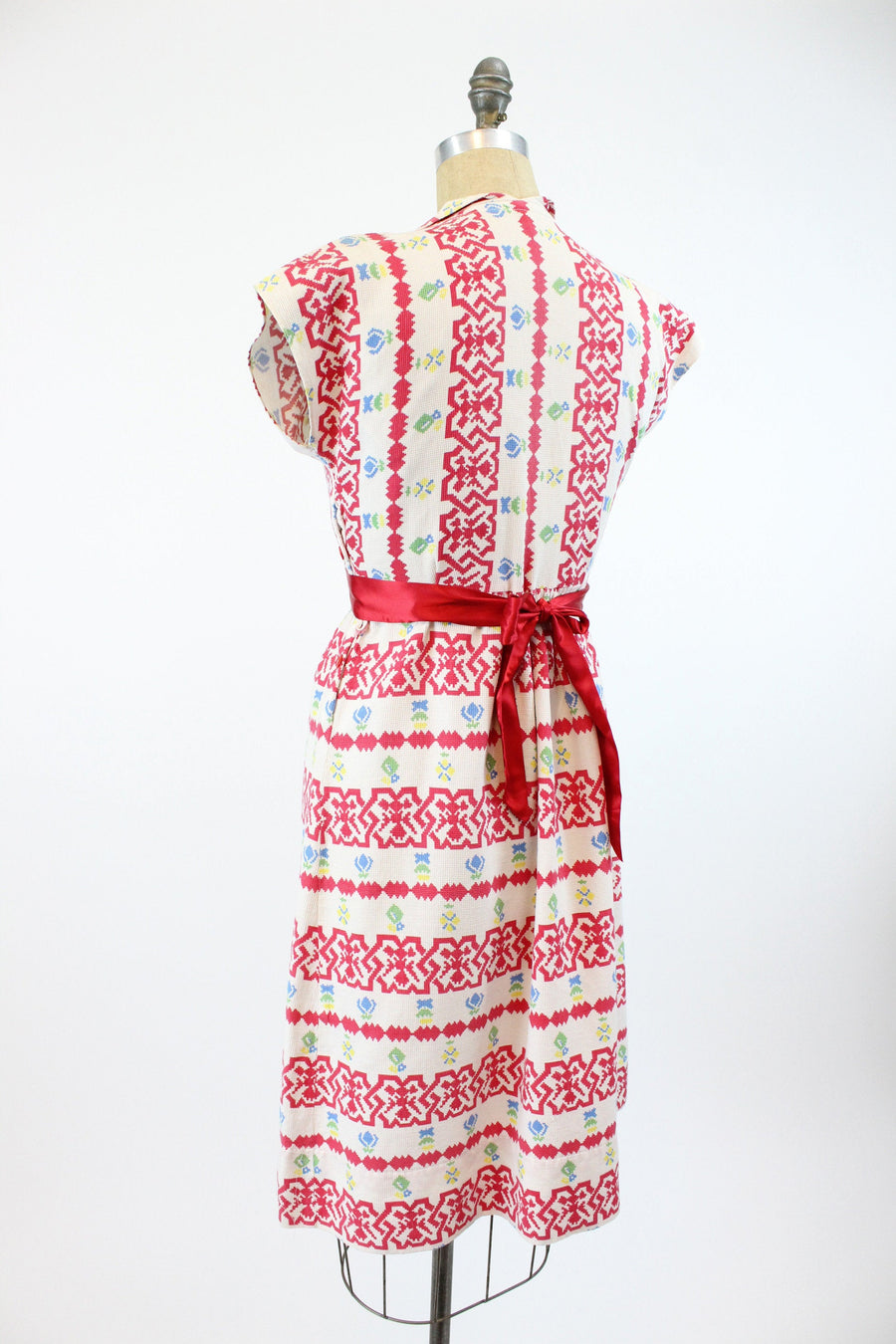 1930s cotton cross stitch print dress medium | vintage cotton dress