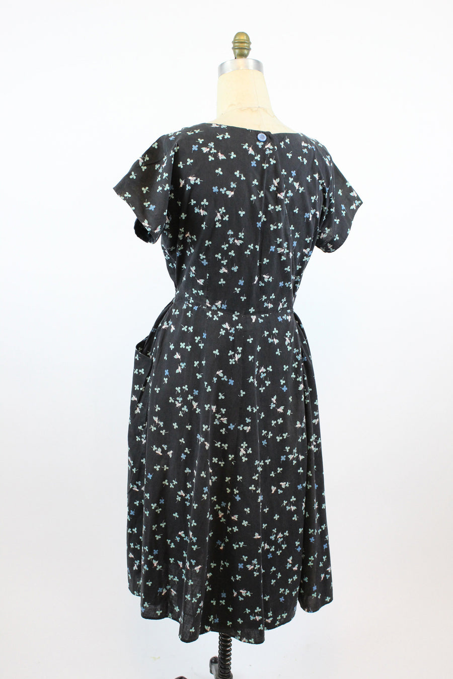 1950s Swirl wrap dress bee and clover print large volup | vintage cotton novelty print