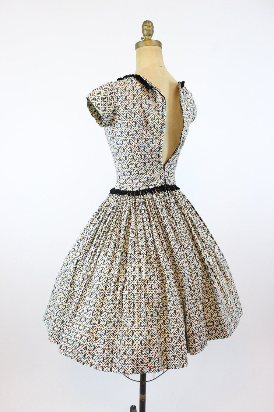1950s lions and fluer de lys cotton dress xs | novelty print cotton full skirt | new in
