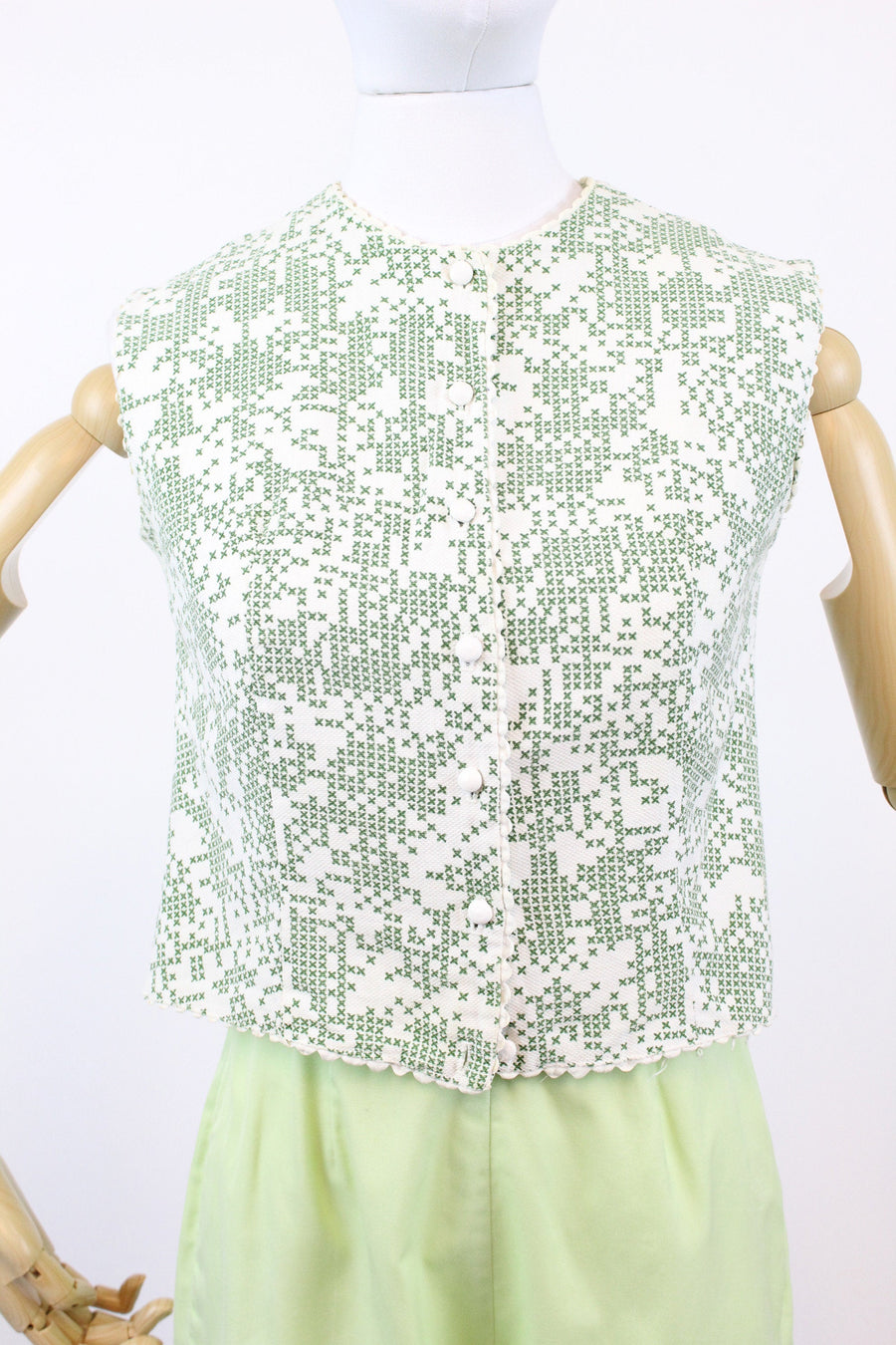 1950s crop top xs | vintage cotton cross stitch novelty print blouse