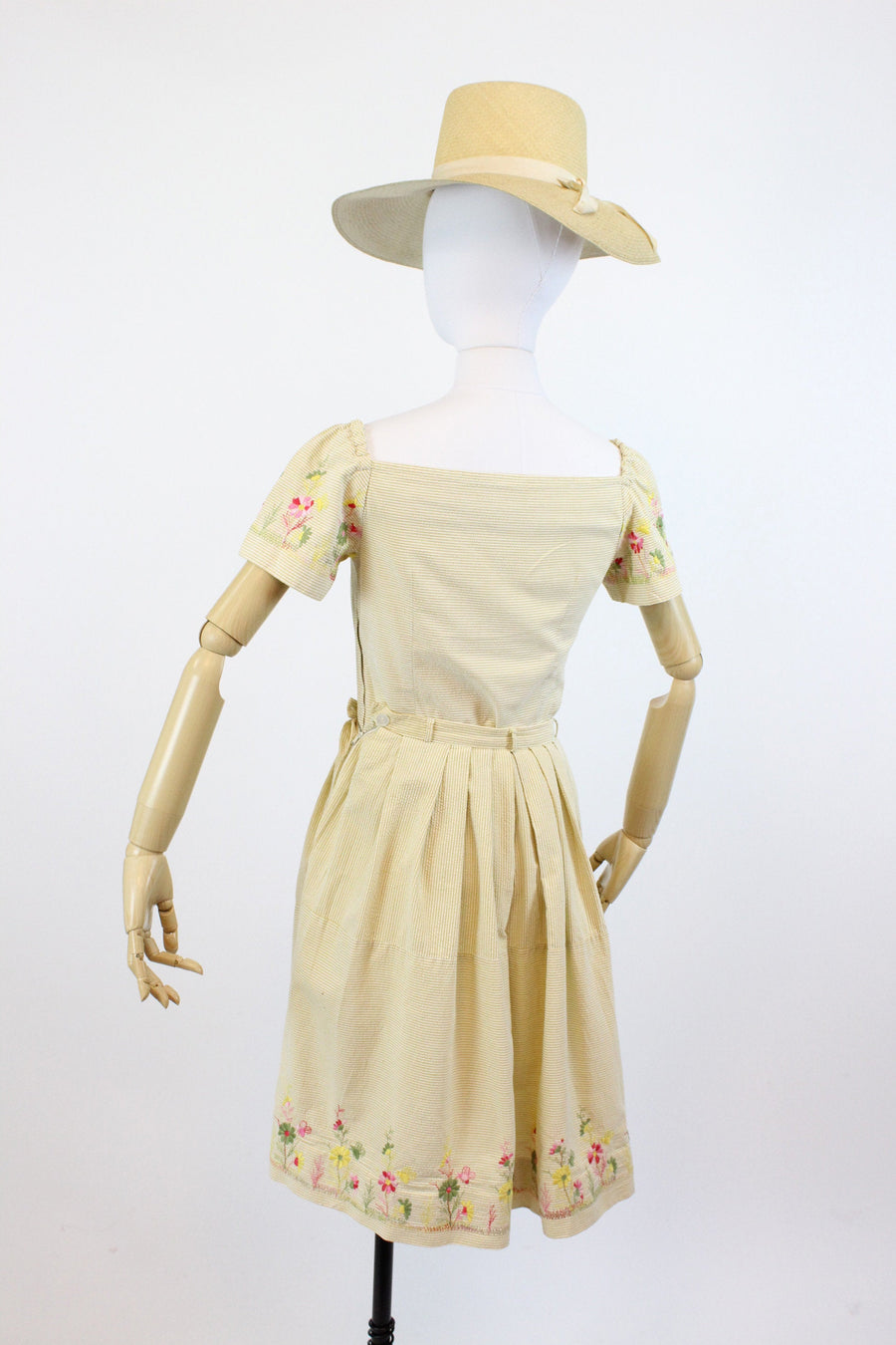 1950s Bobbie Brooks embroidered bee set xs  | vintage seersucker dress  | new in