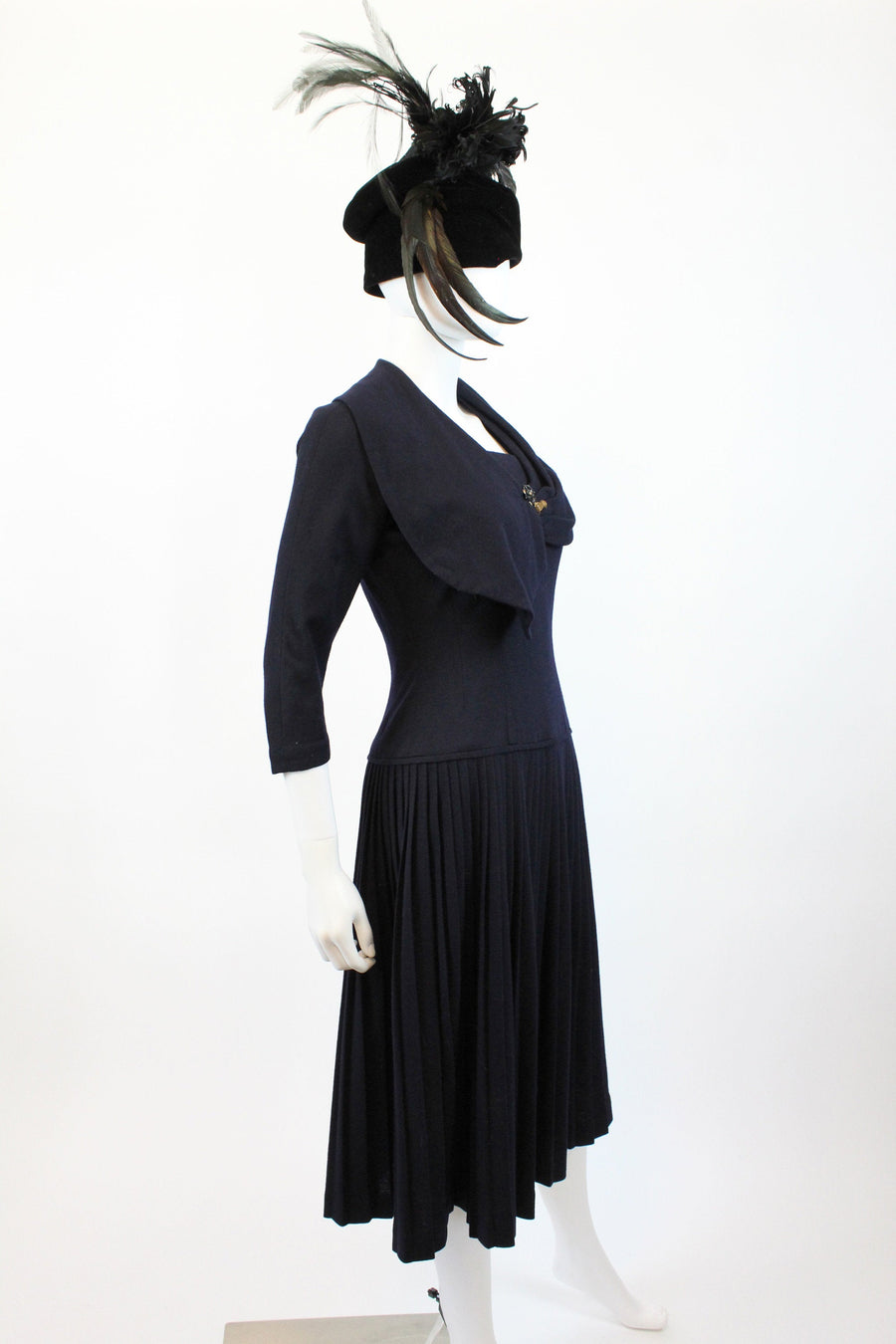 1940s navy wool dress hand brooch small  | vintage knit sweater dress | new in