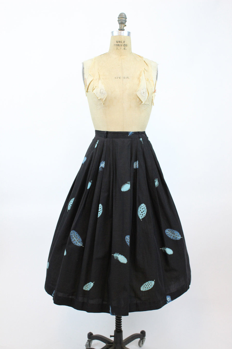 1950s feather novelty print skirt xs | vintage cotton full skirt | new in