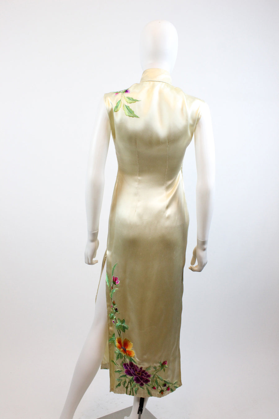 1940s silk embroidered cheongsam xxs | vintage asian dress | new in