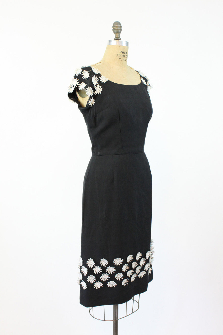 1950s daisy applique dress small medium | vintage silk wiggle dress | new in
