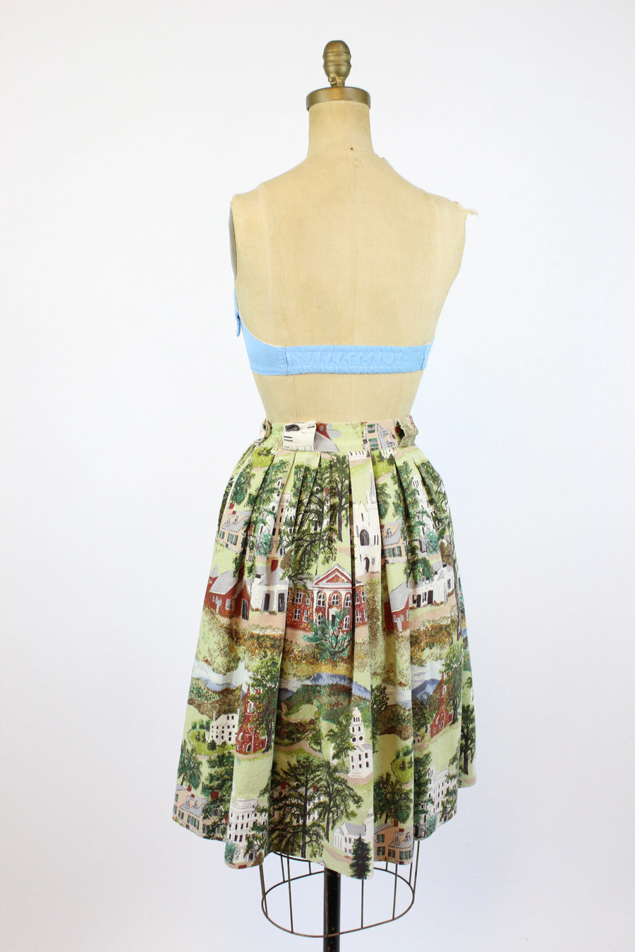 1950s Grandma Moses Massachusetts landscape building print skirt xxs | vintage novelty skirt | new in