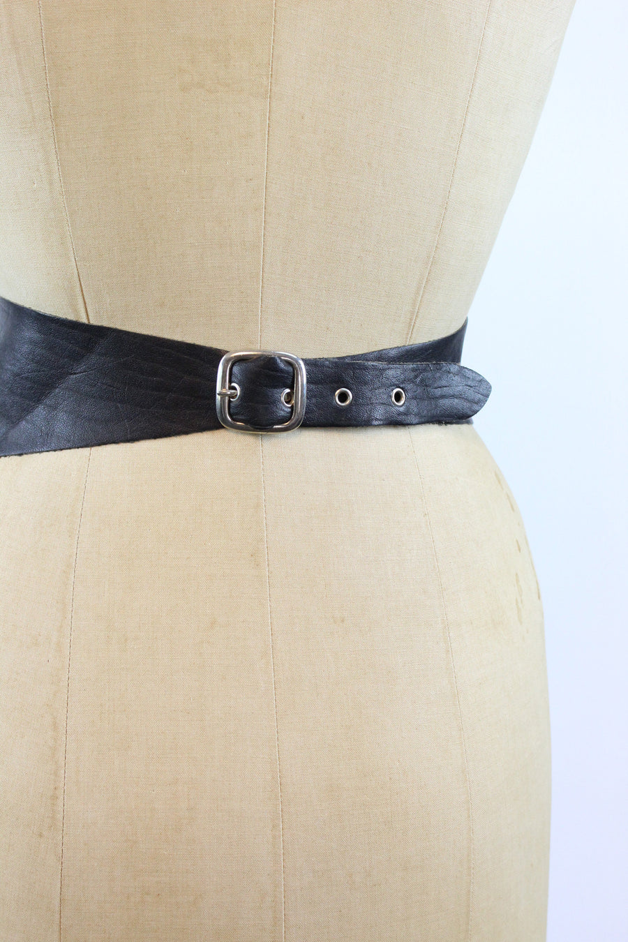 1980s wide kidney grommet leather belt small medium | new in