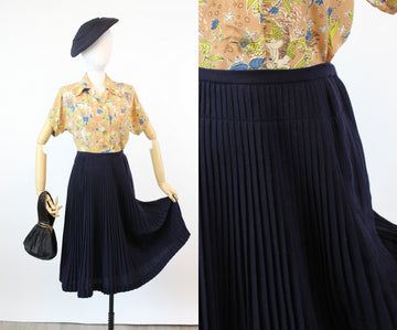 1950s SPORTEMPO pleated navy skirt xs | new fall