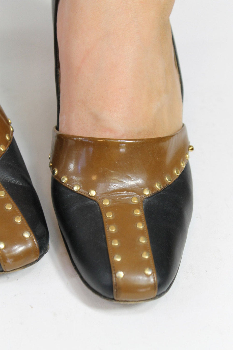 1960s studded shoes size 6 us | vintage Julianelli mod pumps | new in