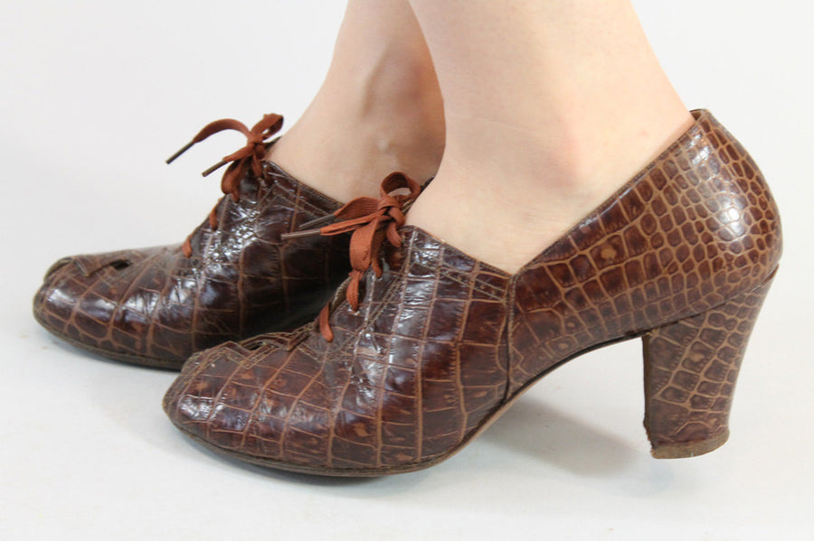 1930s lace up shoes | peep toe oxfords | size 6.5 us
