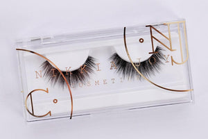 Silk lash with clear band for small eye shapes